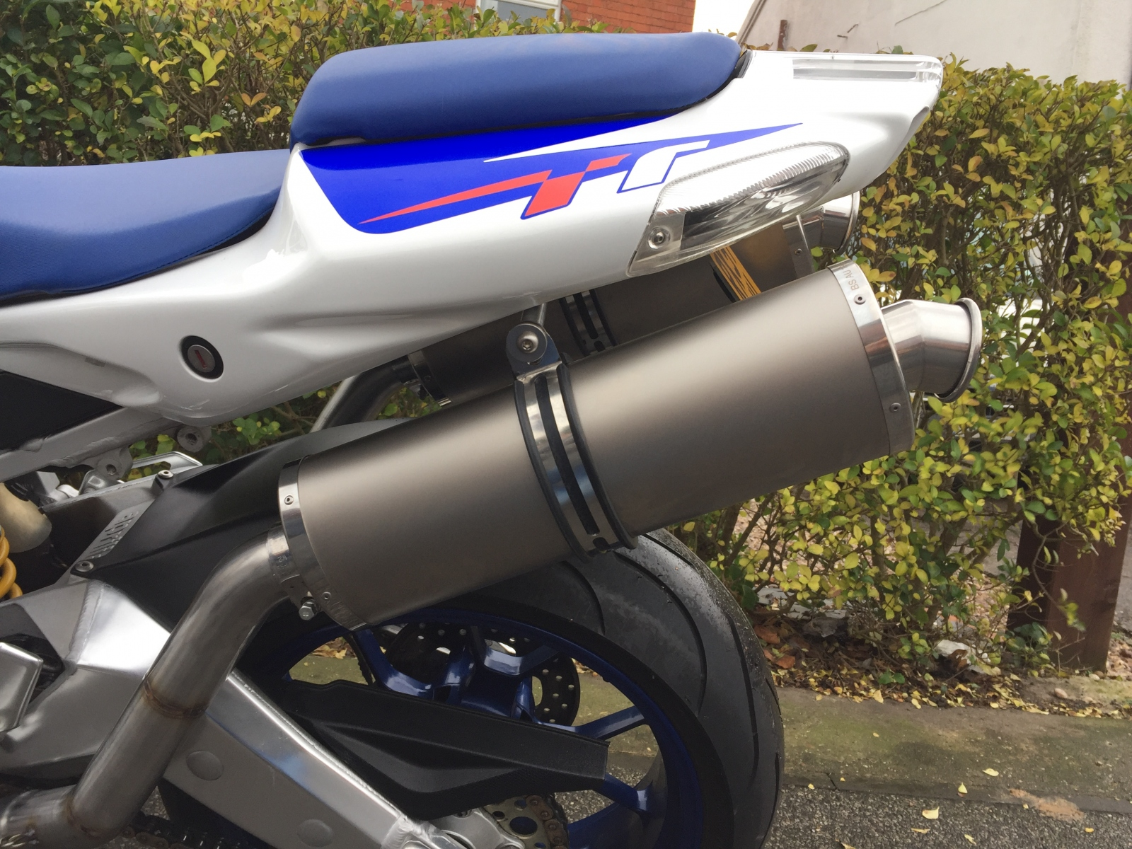 "Aprilia Tuono 1998-2004 <p>A16 Road Legal or Race Plain Titanium Exhausts with Traditional Spouts</p><br/><br/><a href=""https://a16roadnracesupplies.co.uk/product/a16-aprilia-exhausts/"">Buy now!</a>"