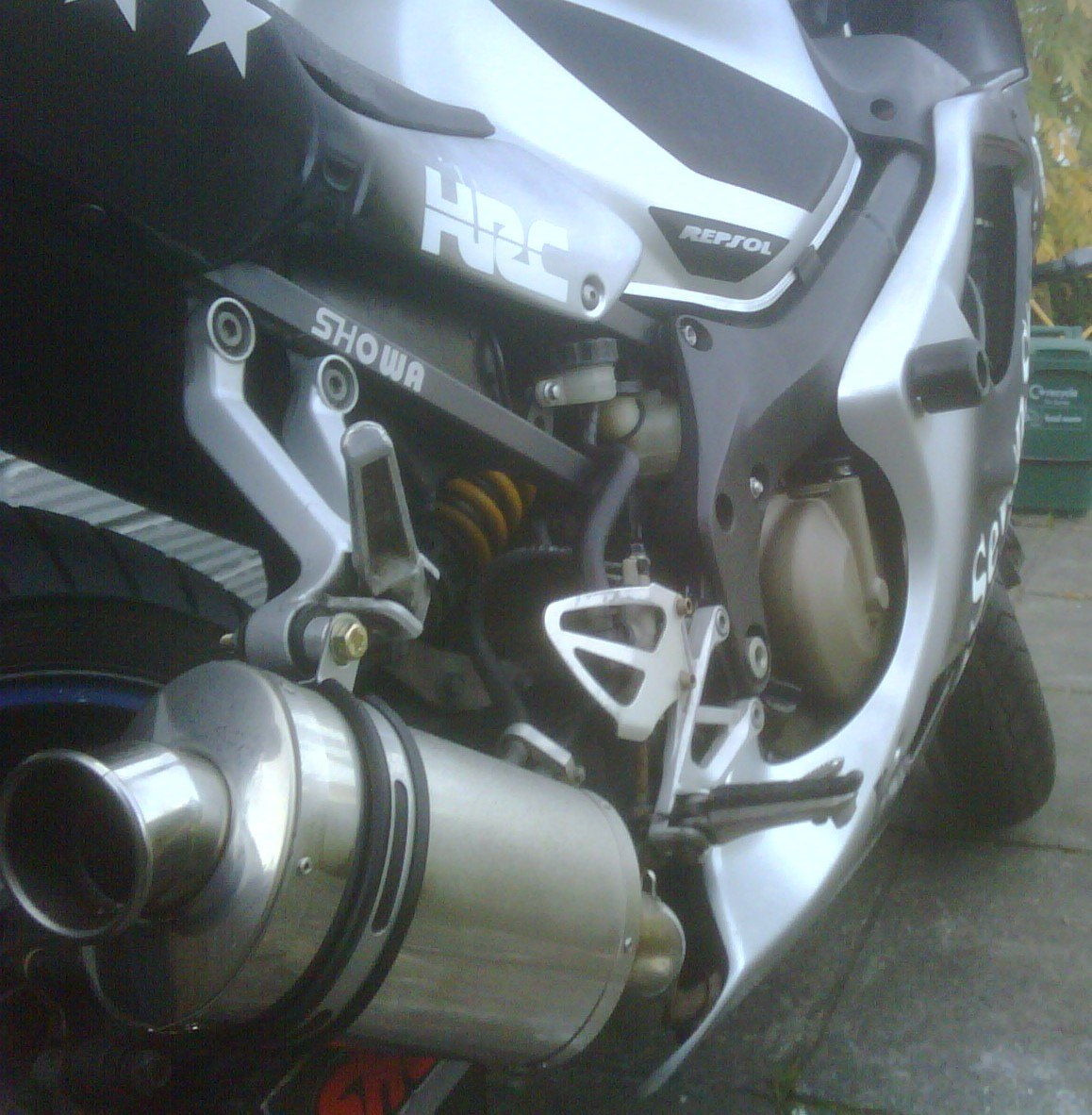 """Honda CBR600 FSi 2000-2006<p>A16 Stubby Stainless Exhaust with Traditional Spout</p><br/><br/><a href=""""https://a16roadnracesupplies.co.uk/product/a16-honda-exhausts/"""">Buy now!</a>"""