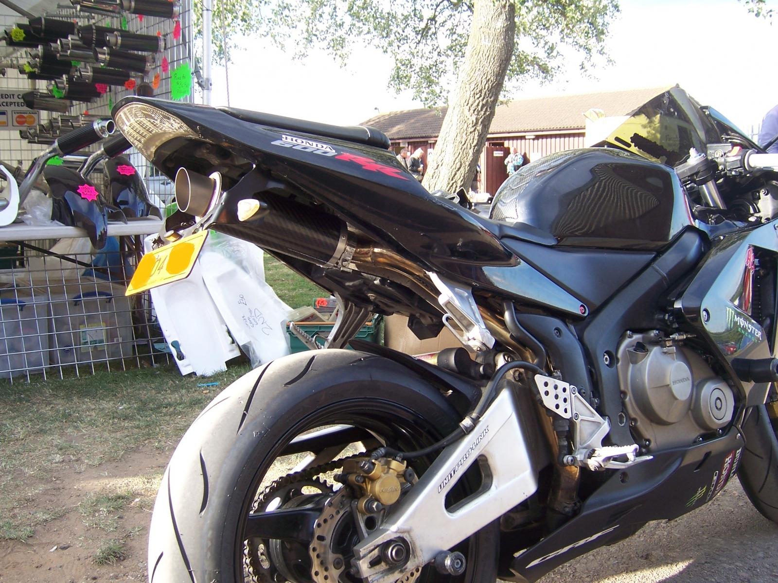 "Honda CBR600RR 2004<p>A16 Moto GP Carbon Exhaust with Titanium Type Slashcut Outlet</p><br/><br/><a href=""https://a16roadnracesupplies.co.uk/product/a16-honda-exhausts/"">Buy now!</a>"