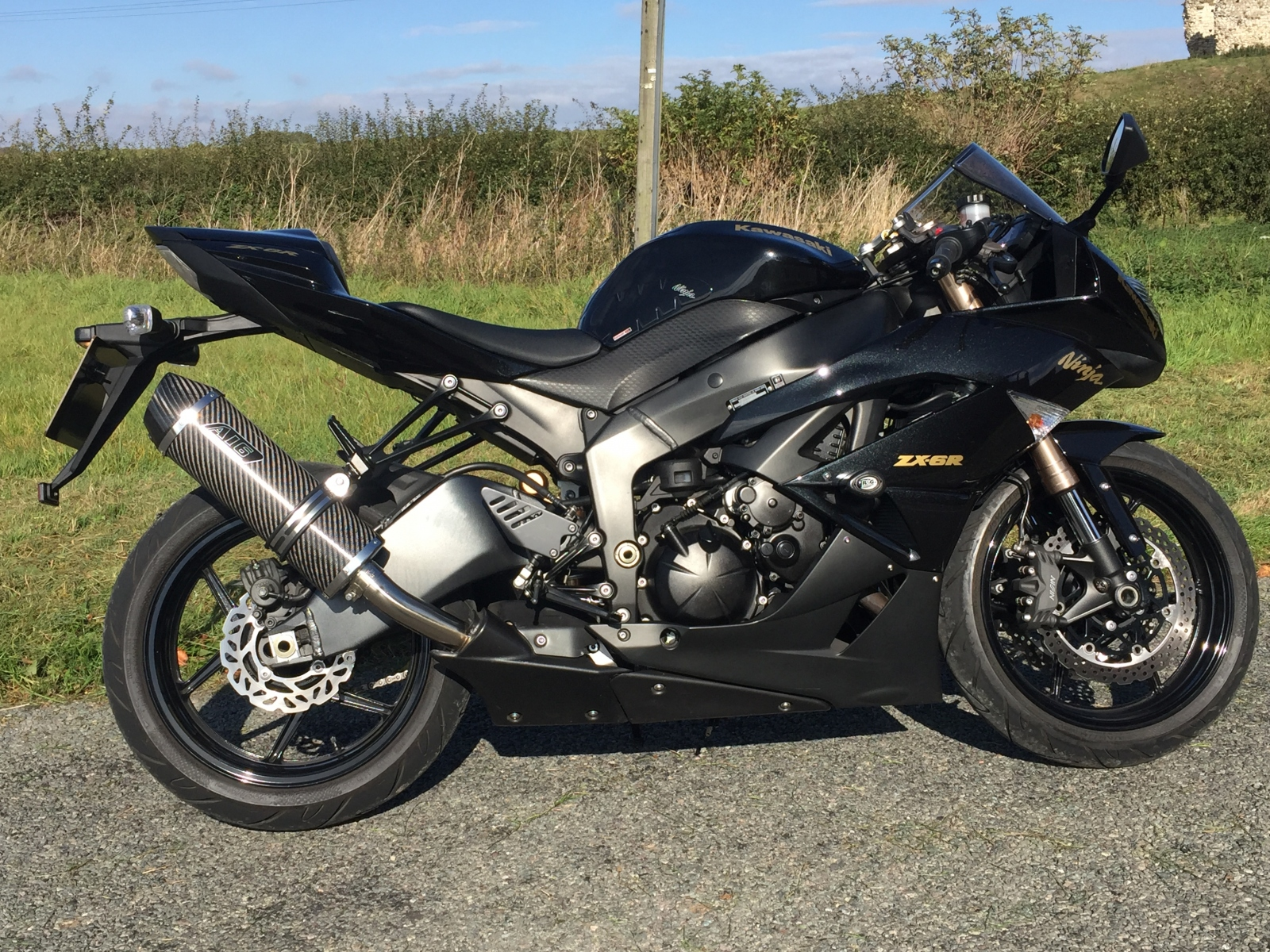 """Kawasaki ZX-6R 2009-2018 <p>A16 Carbon Road Legal Exhaust with Carbon Cap Outlet</p><br><a href=""""https://a16roadnracesupplies.co.uk/product/a16-kawasaki-exhausts/"""">Click here to Spec your A16 Kawasaki Exhaust now!</a>"""