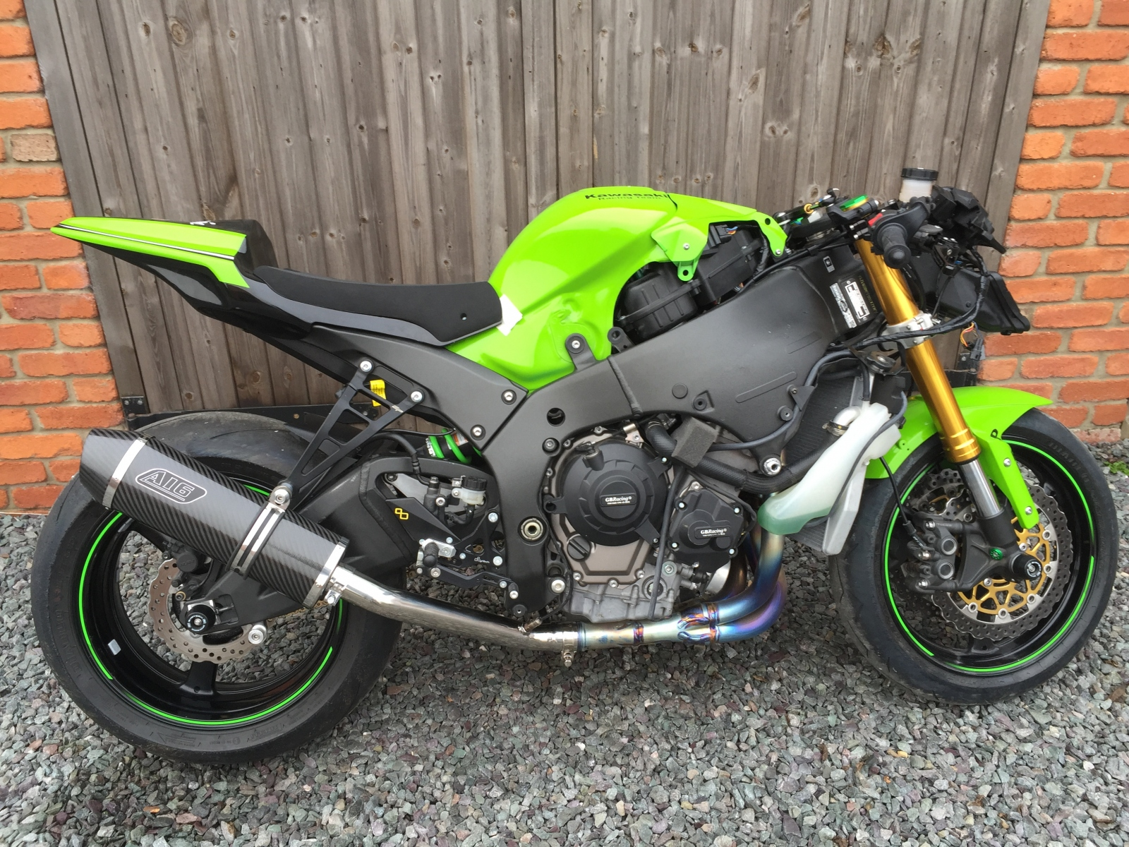 """Kawasaki ZX10R 2011-2015<p>A16 Road Legal Carbon Exhaust with Carbon Cap Outlet</p><br><a href=""""https://a16roadnracesupplies.co.uk/product/a16-kawasaki-exhausts/"""">Click here to Spec your A16 Kawasaki Exhaust now!</a>"""