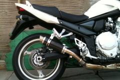 "Suzuki GSF 1250 Bandit<p>A16 Moto GP Carbon Exhaust with Titanium Type Slashcut Outlet</p><p/><br/><a href=""https://a16roadnracesupplies.co.uk/product/a16-suzuki-exhausts/"">Buy now!</a>"