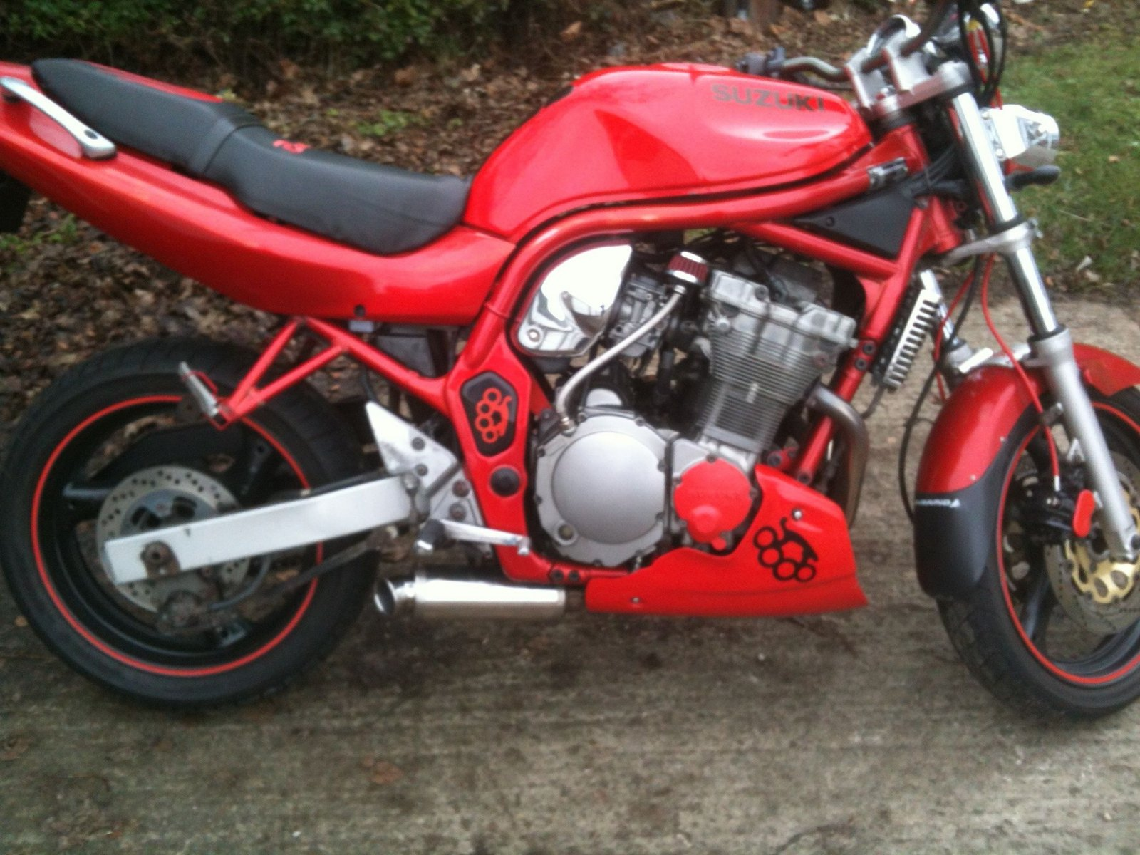 """Suzuki GSF 600 Bandit<p>A16 Stubby Stainless Exhaust with Traditional Spout fitted onto the Headers - Straight out of the Bellypan</p><br/><a href=""""https://a16roadnracesupplies.co.uk/product/a16-suzuki-exhausts/"""">Buy now!</a>"""