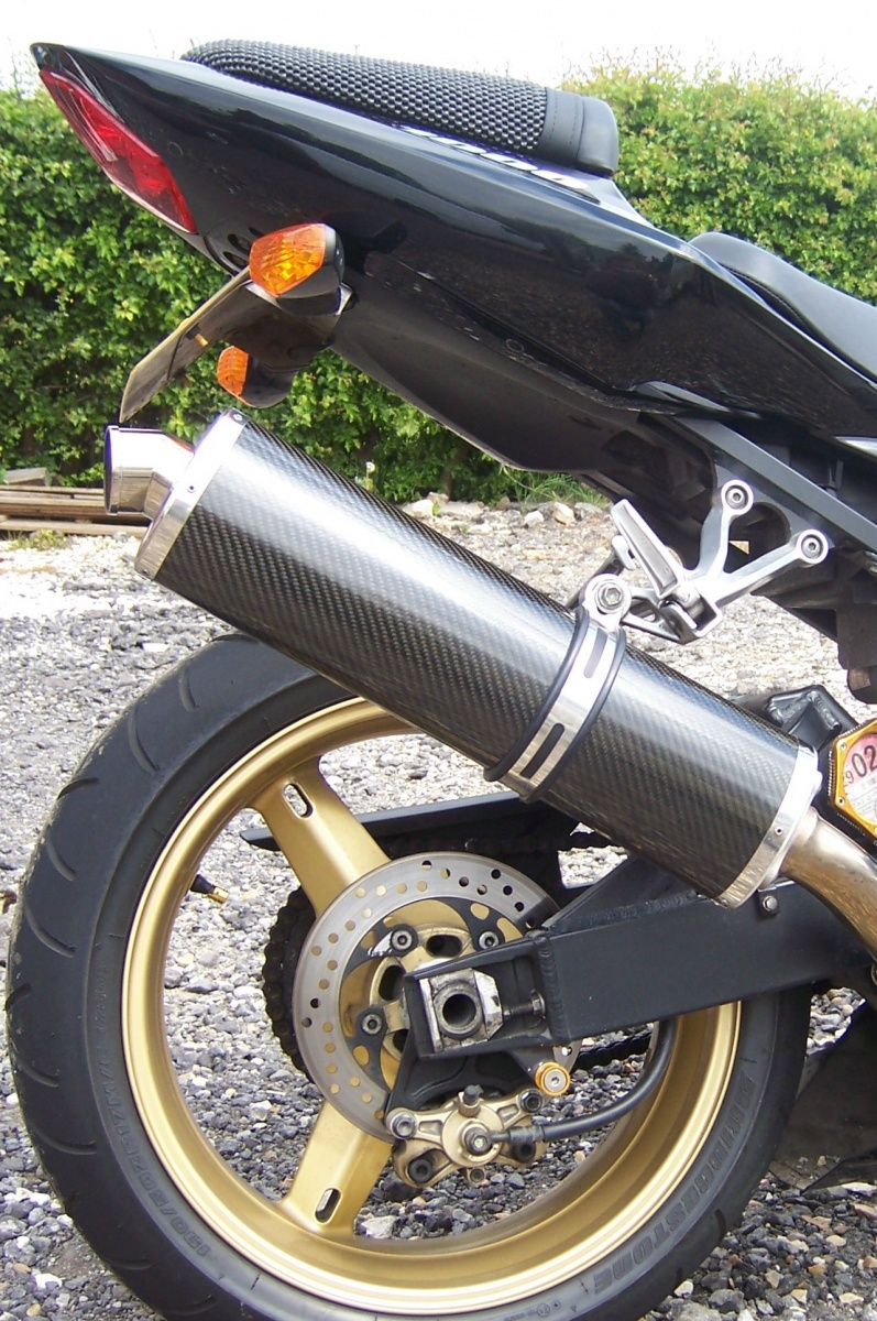 """Suzuki GSXR 1000 2001-2004<p>A16 Road Legal Carbon Exhaust with Traditional Spout</p><br><a href=""""https://a16roadnracesupplies.co.uk/product/a16-suzuki-exhausts/"""">Buy now!</a>"""