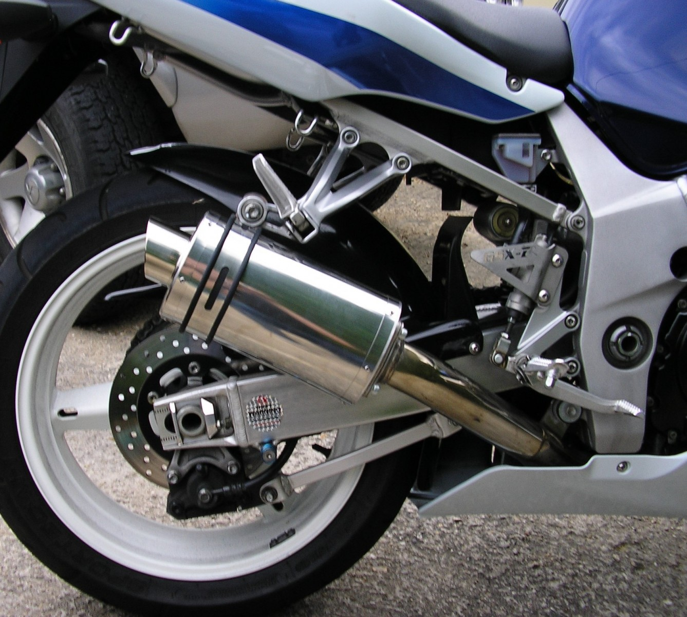 """Suzuki GSXR 600 750 K1-K5 2001-2005<p>A16 Stubby Stainless Exhaust with Slashcut Outlet</p><br><a href=""""https://a16roadnracesupplies.co.uk/product/a16-suzuki-exhausts/"""">Buy now!</a>"""