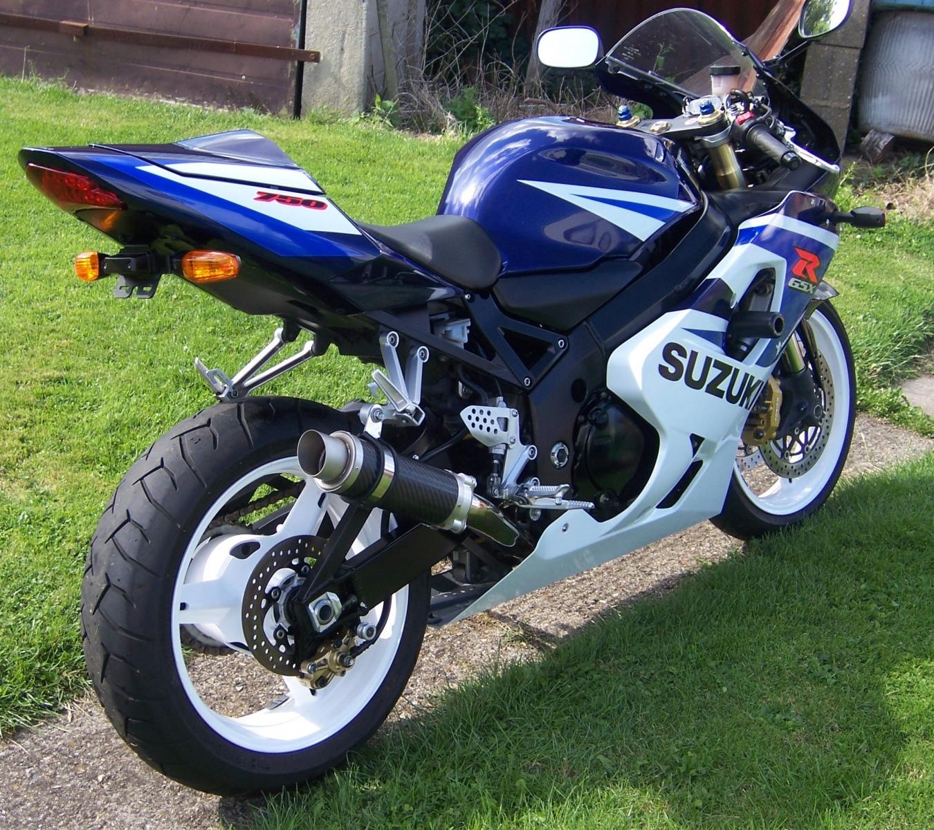 "Suzuki GSXR 600 750 K1-K5 2001-2005<p>A16 Moto GP Carbon Exhaust with Titanium Type Slashcut Outlet</p><br><a href=""https://a16roadnracesupplies.co.uk/product/a16-suzuki-exhausts/"">Buy now!</a>"