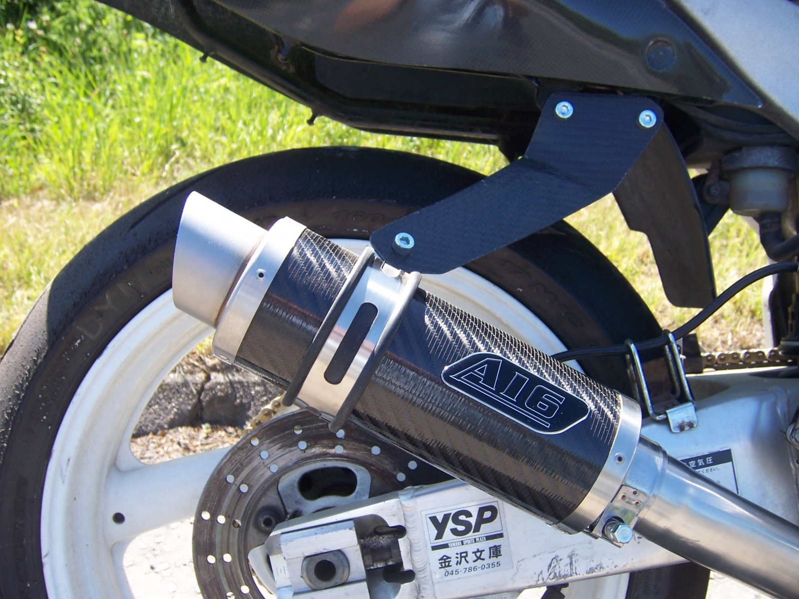 """Yamaha FZR 400<p>A16 Moto GP Carbon Exhaust with Titanium Type Slashcut Outlet</p><br /><br /><a href=""""https://a16roadnracesupplies.co.uk/product/a16-yamaha-exhausts/"""">Buy now!</a>"""