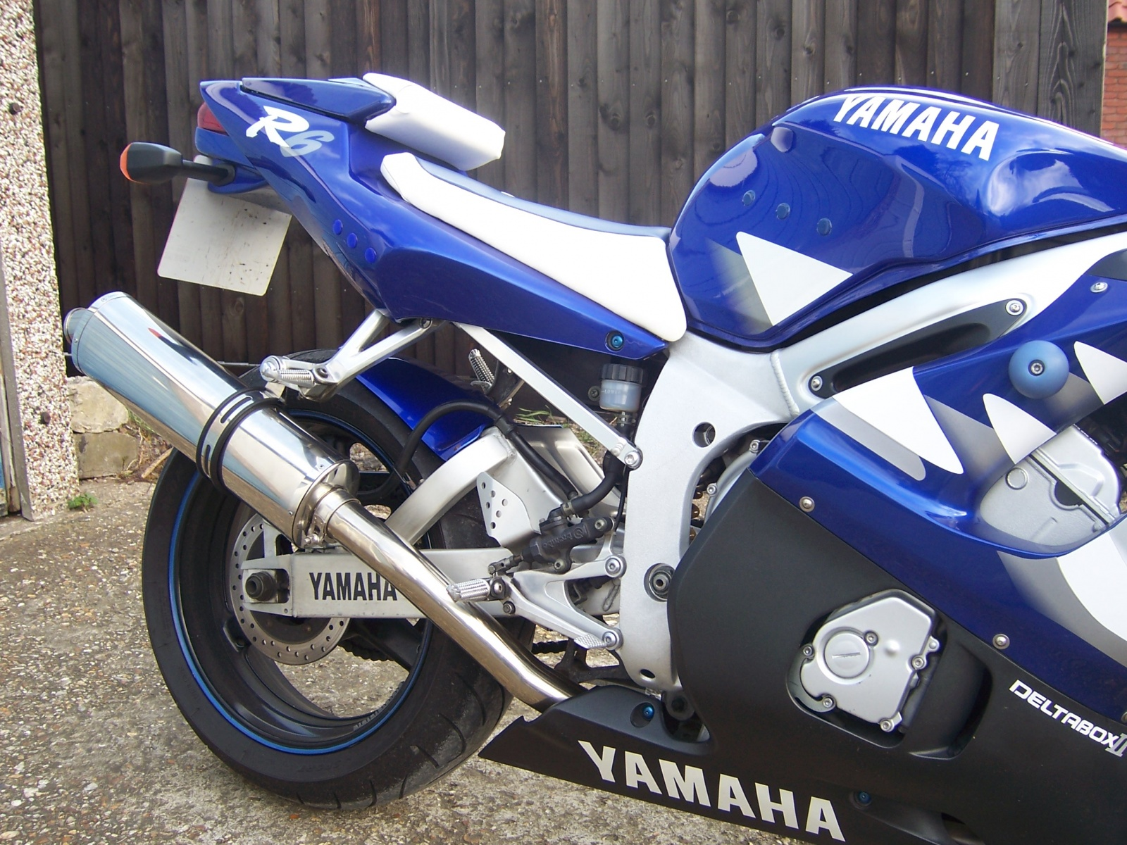 """Yamaha YZF R6 1998-2002<p>A16 Road Legal Stainless Exhaust with Polished Traditional Spout</p><p/><br/><a href=""""https://a16roadnracesupplies.co.uk/product/a16-yamaha-exhausts/"""">Buy now!</a>"""
