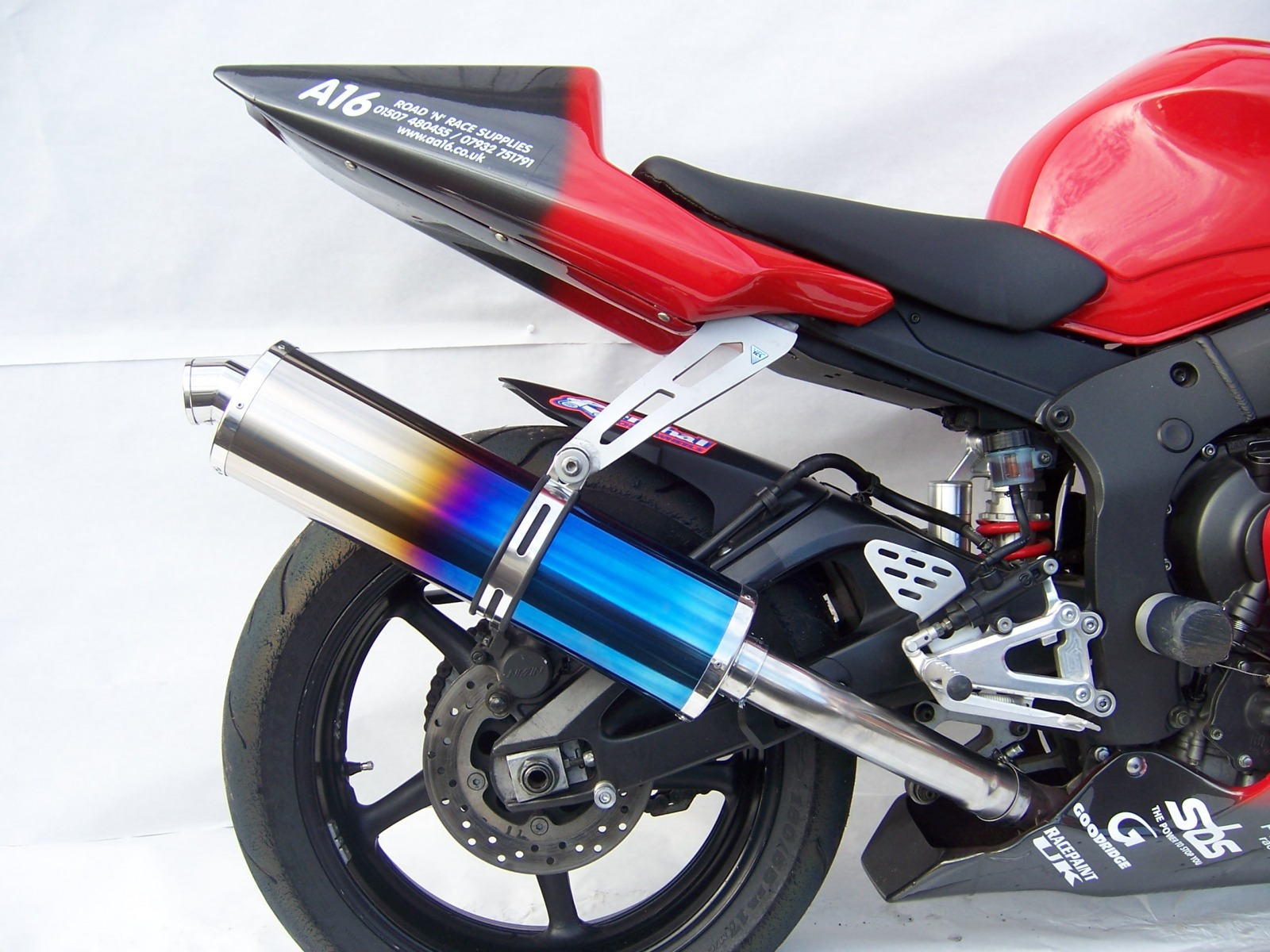 "Yamaha YZF R6 2003-2005<p>A16 Coloured Titanium Race Exhaust with Traditional Spout</p><p></p><br /><a href=""https://a16roadnracesupplies.co.uk/product/a16-yamaha-exhausts/"">Buy now!</a>"