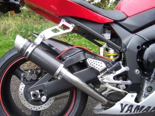 Yamaha YZF R1 2002-2003<p>A16 Carbon Moto GP Exhaust with Titanium Type Slashcut Outlet</p>
